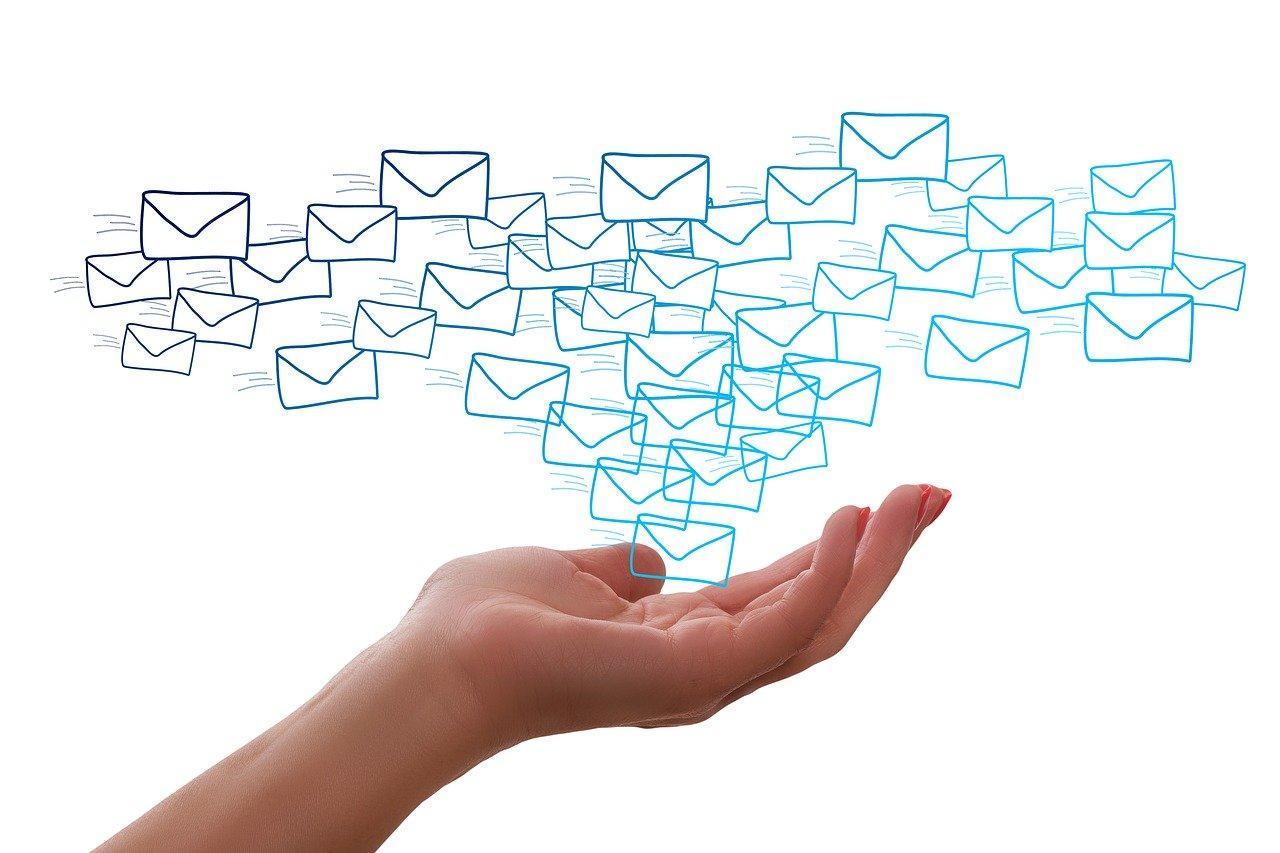 Międzynarodowe wiadomości e-mail, co warto robić, a czego unikać?